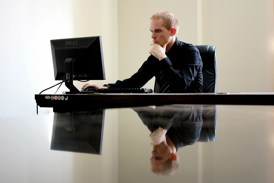 monitor-uomo