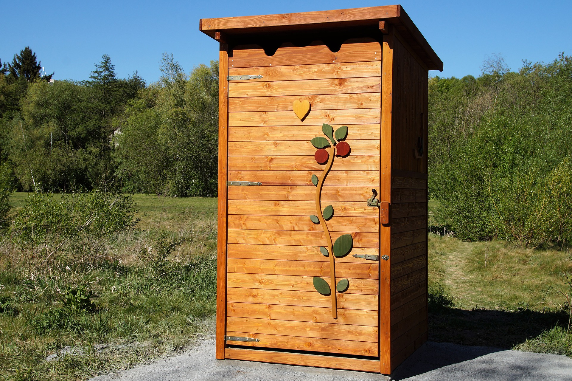 5 the-outhouse-5142976_1920