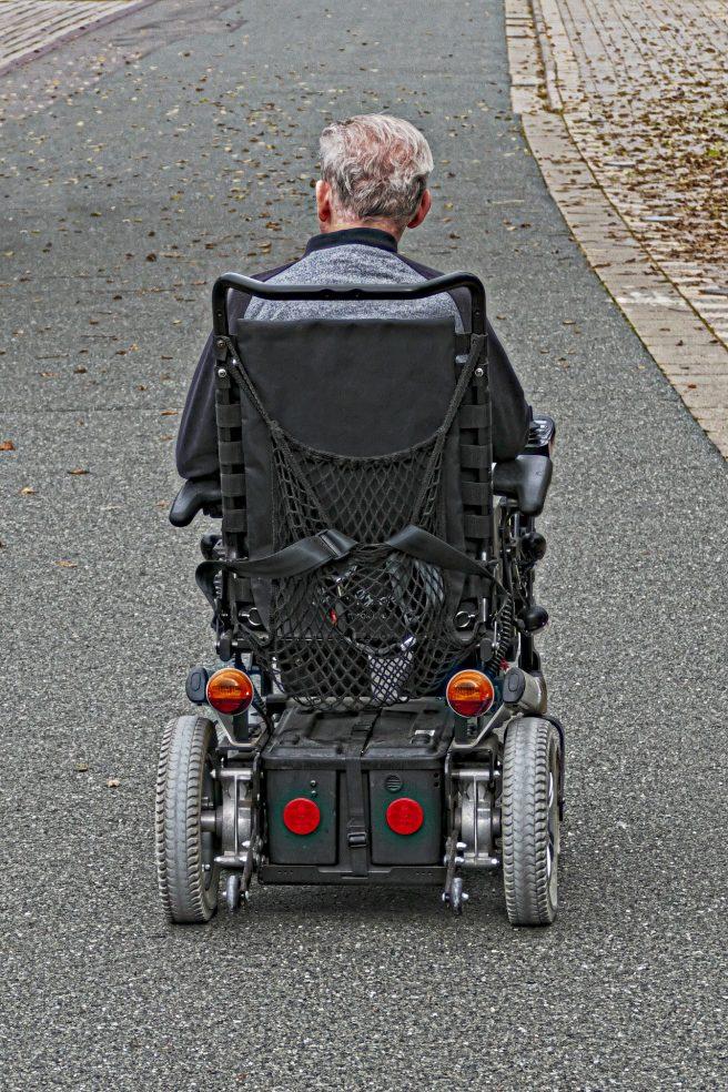 wheelchair-users-2814628_1920